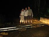 西巒大山:搬石填溝完成克難式的通道