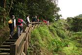 更寮古道土庫岳:步道空曠處,可俯瞰北宜高速公路穿山而過。