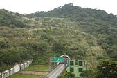 更寮古道土庫岳:北宜高速公路,遠處是大豐山。