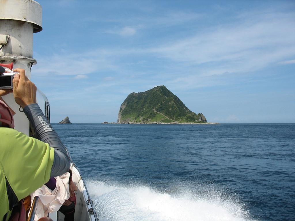 基隆嶼之遊:16接近基隆嶼2.jpg