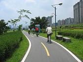 台北河濱公園單車道:新店溪左岸06太陽有點大繼續騎.jpg