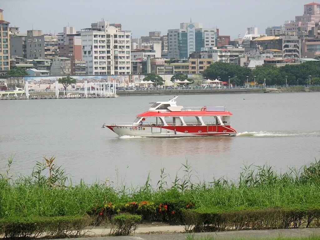社子島基隆河單車行:大稻埕碼頭與花博五號遊船