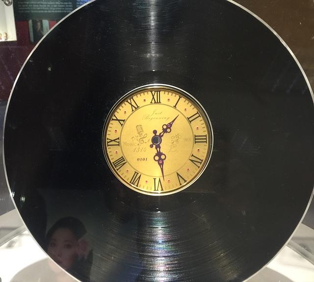 04鄧麗君黃金黑膠唱片2.jpg - 鄧麗君辭世21週年紀念