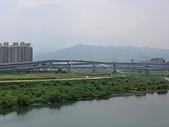 台北河濱公園單車道:新店溪左岸07遠眺塗潭山.jpg