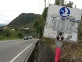 台東石頭山:鼎東客運下農場站牌,登石頭山的車道就在旁邊。