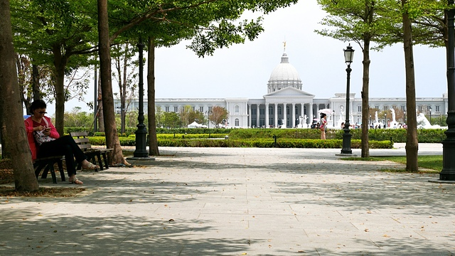 03奇美博物館 阿波羅廣場前2.jpg - 奇美博物館