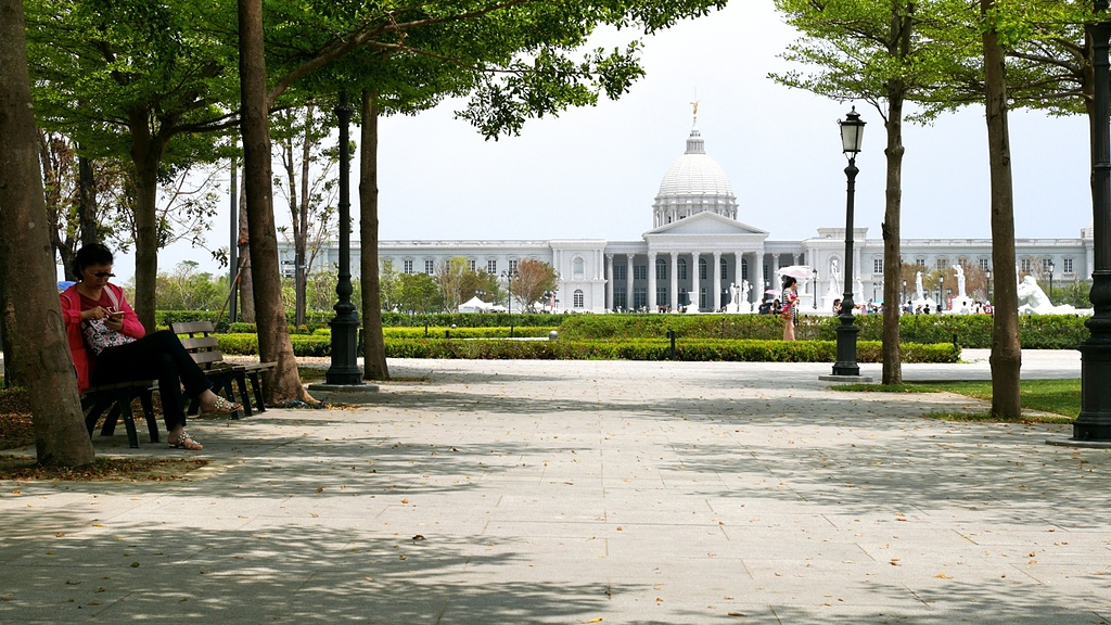 奇美博物館:03奇美博物館 阿波羅廣場前2.jpg