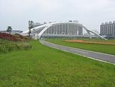 台北河濱公園單車道:新店溪左岸08陽光公園彩虹橋.jpg