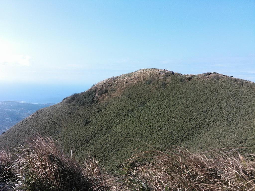 小觀音山西峰:43回望小觀音山1056峰.jpg