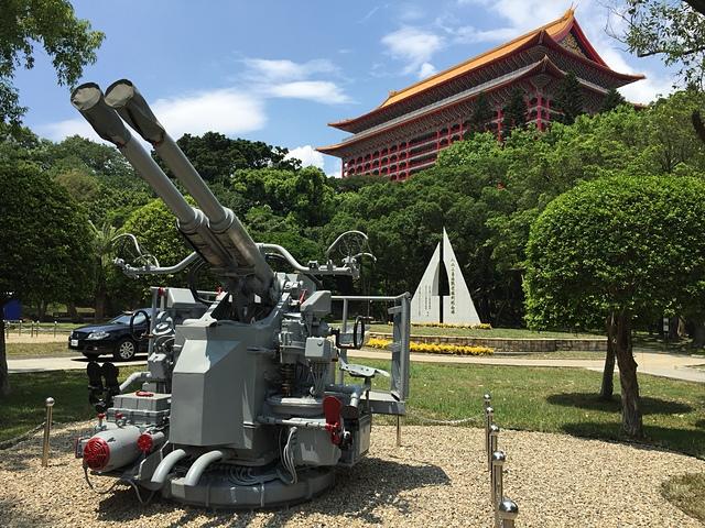 台北市八二三砲戰紀念公園4--海軍40MM/L60雙管砲 - 毋忘八二三
