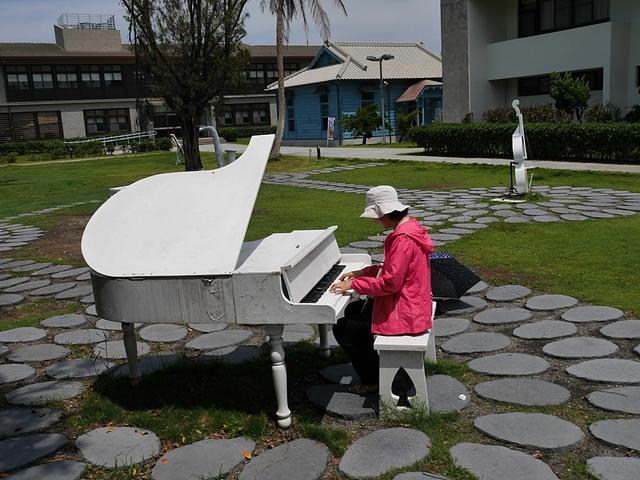 24白色鋼琴.jpg - 北門水晶教堂