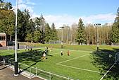 寶雲島迦納山(Mt Gardner of Bowen Island):島上唯一小學的足球場