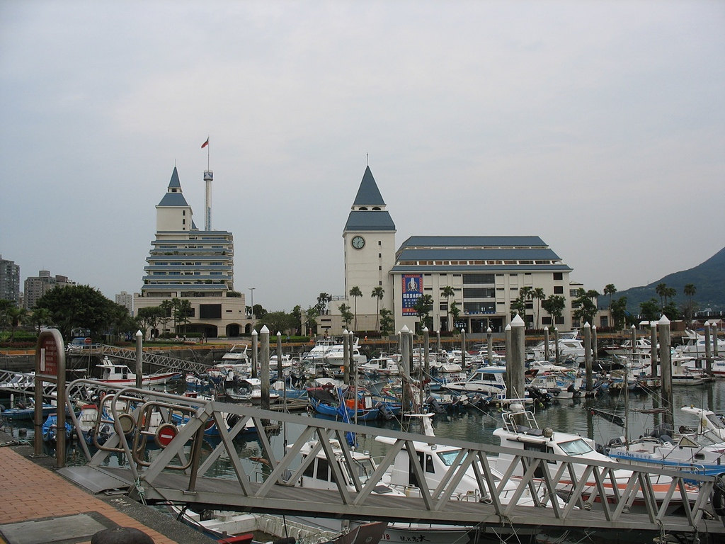 淡水河左右岸單車行:11漁人碼頭盛況.jpg