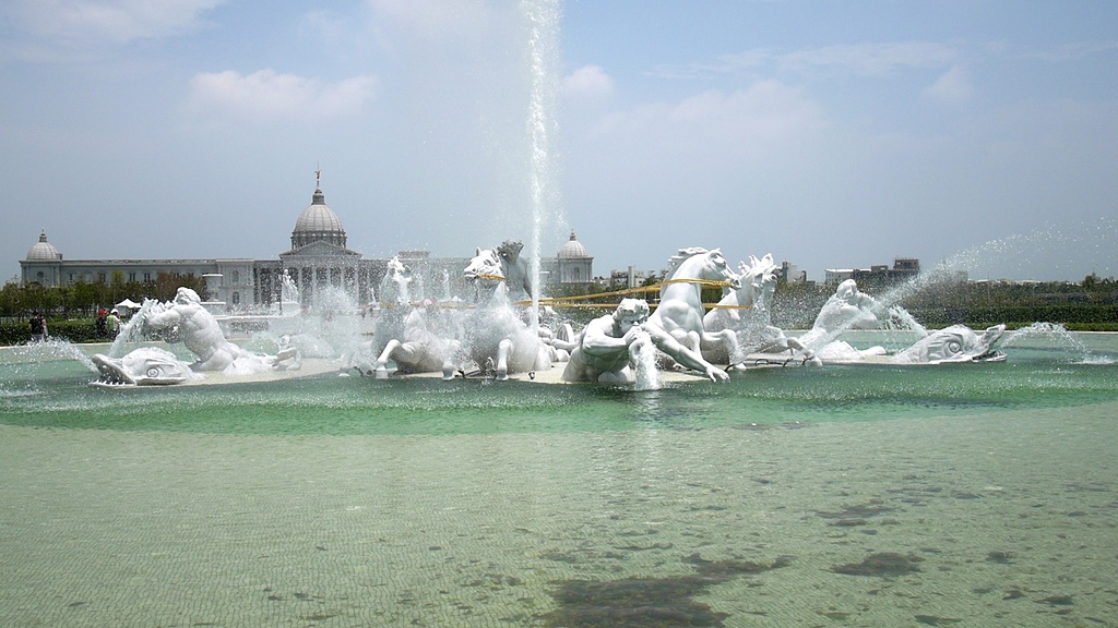 05奇美博物館 阿波羅廣場 太陽神馬車 噴泉.jpg - 奇美博物館