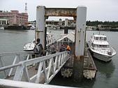 淡水河左右岸單車行:13漁人碼頭的遊艇碼頭.jpg