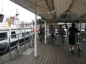 淡水河左右岸單車行:14人車一起上船.jpg