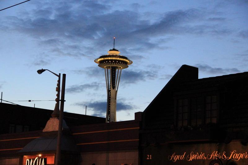 西雅圖行腳:晨曦中被建物擋住的太空針