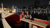 高雄愛河:32Joey&Angela在愛河貢多拉小船.jpg
