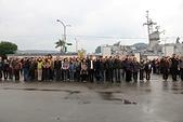 基隆港參觀軍艦:03參加升旗的校友及眷屬.jpg