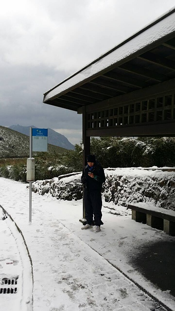 小油坑公車站的雪況.jpg - 猴年大吉 萬事如意