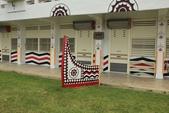 蘭嶼三日遊--D1台東到蘭嶼:小學校園內也可以看到漂亮的拼板舟造型