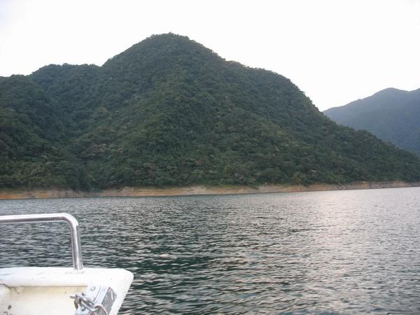 水庫中的孤島 - 翡翠水庫的山光水色
