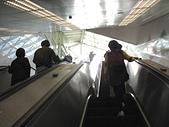南港山小縱走:05象山站獨有的波浪電扶梯.jpg