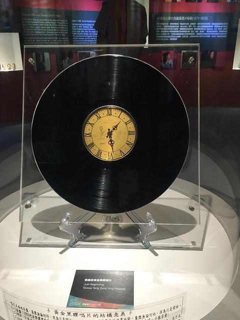 04鄧麗君黃金黑膠唱片.jpg - 鄧麗君辭世21週年紀念