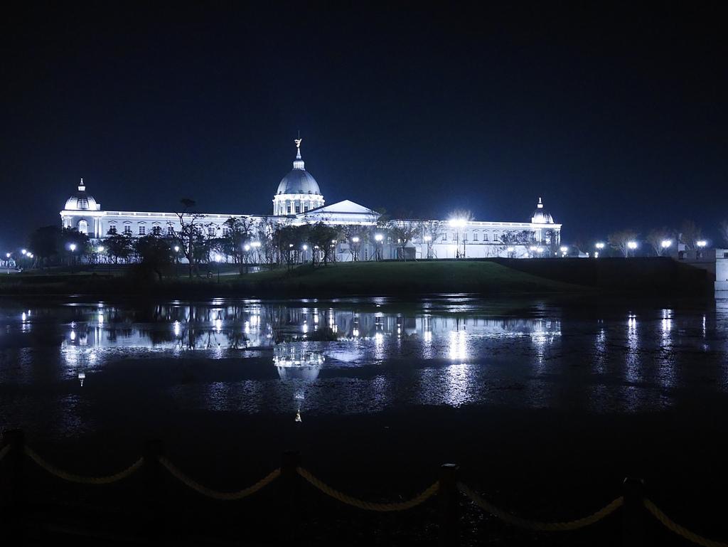 25奇美博物館 夜景 繆思湖1.jpg - 奇美博物館