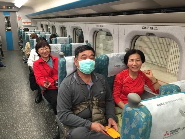 台北往新竹的高鐵上.jpg - 司馬庫斯二日遊之一