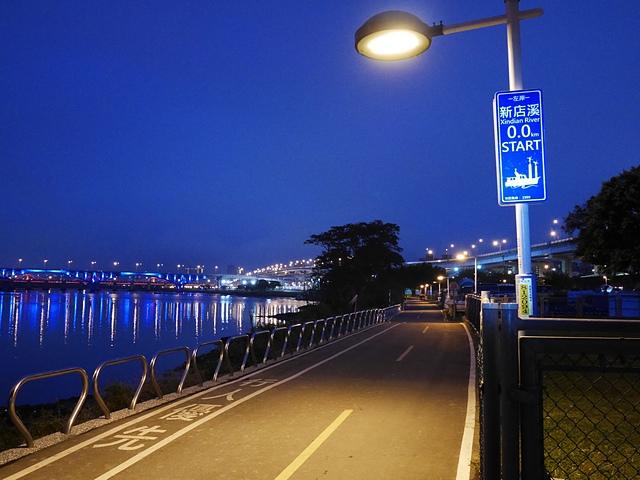 01新店溪左岸自行車道起點.jpg - 陽光橋