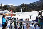 滑雪勝地惠斯勒:山下惠斯勒村的纜車站