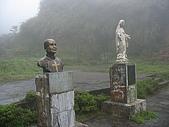 三角崙山 五峰旗瀑布:巴瑞士修士塑像