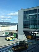 松山機場觀景台:松山機場T2登機空橋&三樓觀景台.jpg