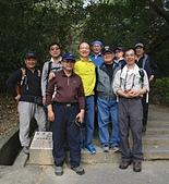 劍潭山步道行動尾牙:06登山口巧遇邱奕和老署長.jpg