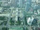 台北101登高賞景:32B俯瞰腳下的台北市政府.jpg