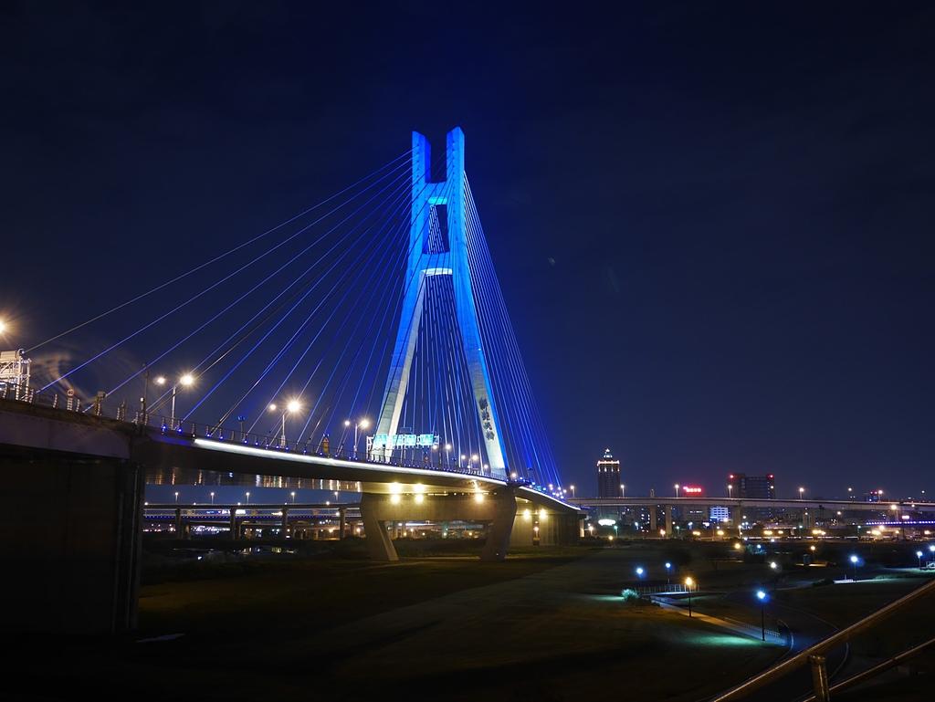 16新北大橋夜色.jpg - 陽光橋