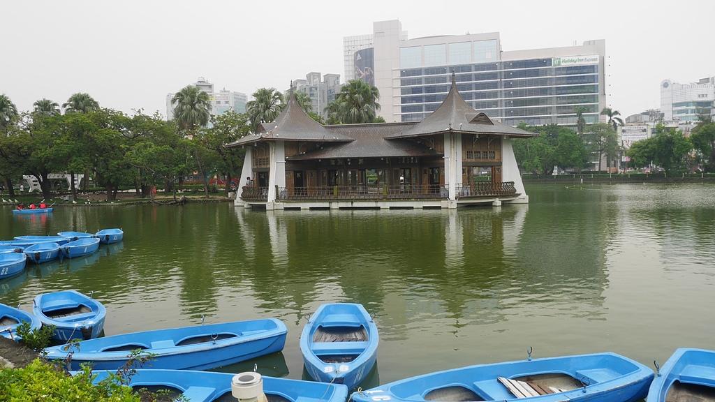 台中公園湖心亭2 - 台中公園 砲台山
