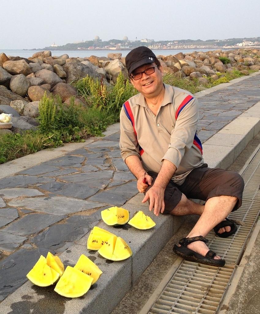 懷念謝立維同學:20140416石門海邊採石花菜S.jpg