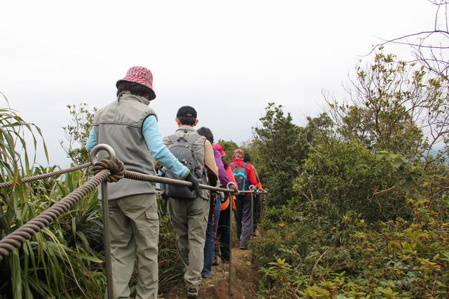 平溪中央尖:以繩索確保的中央尖瘦稜