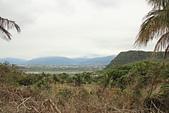 台東石頭山:石頭山車道中途可見卑南溪流域及台東市區,右前方為虎頭山。