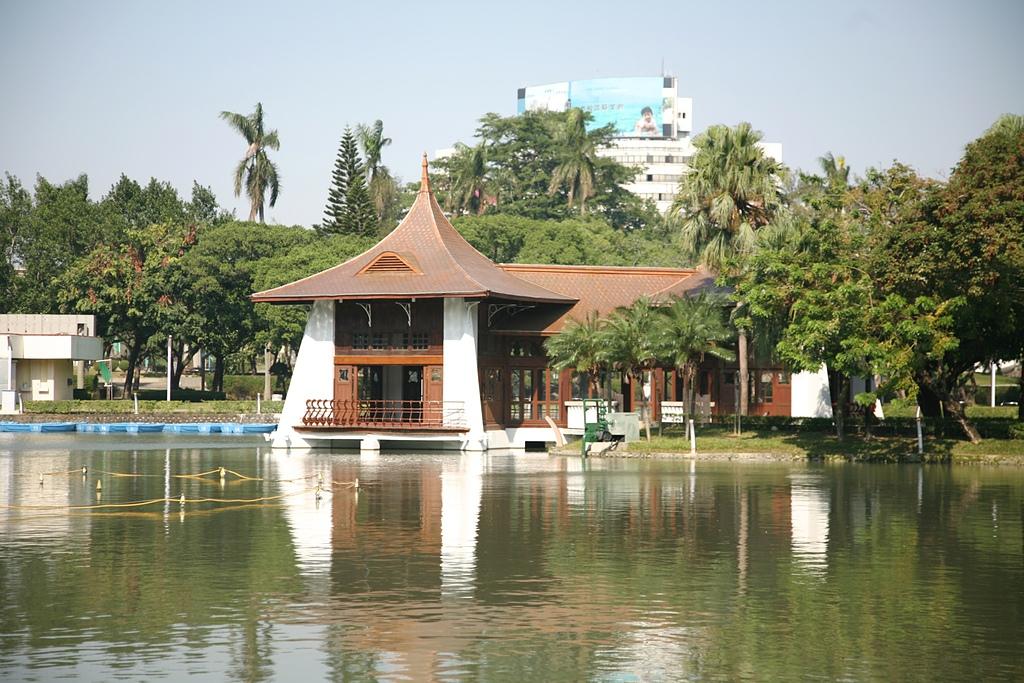 台中公園 砲台山:台中公園湖心亭