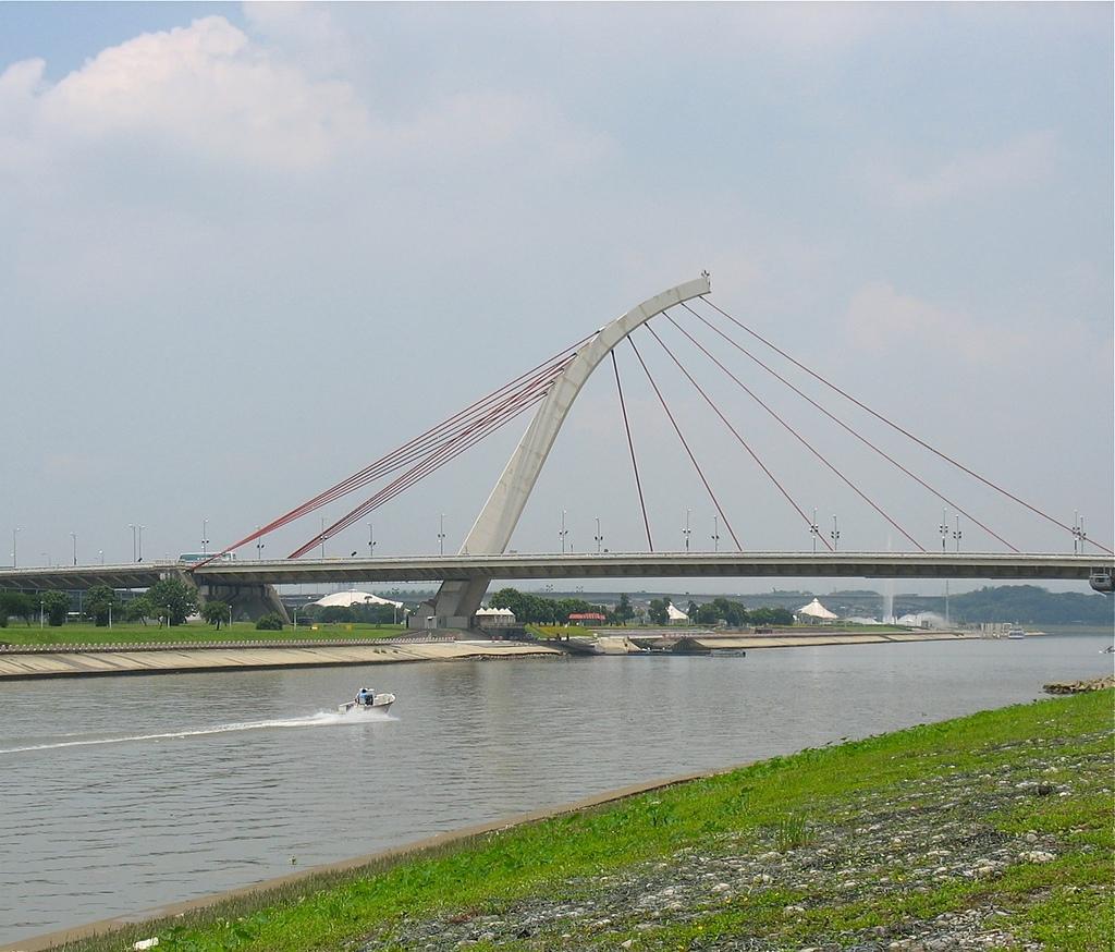 社子島基隆河單車行:大直橋