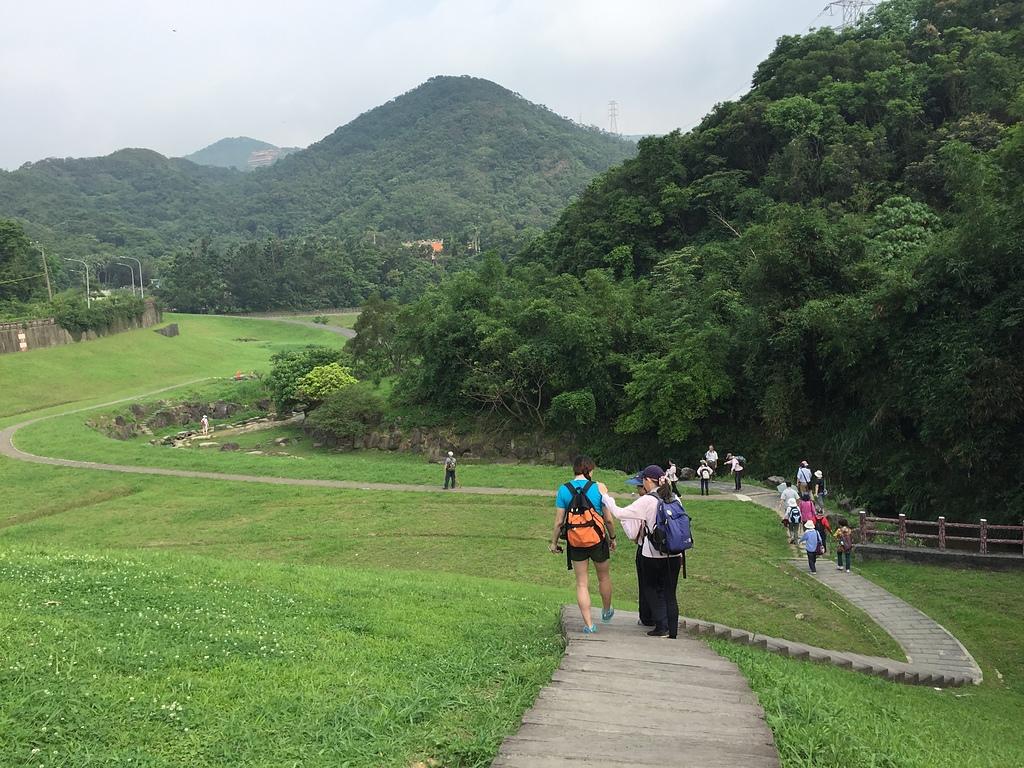 13綠草如茵的大溝溪公園.jpg - 大溝溪親水公園、圓覺寺步道