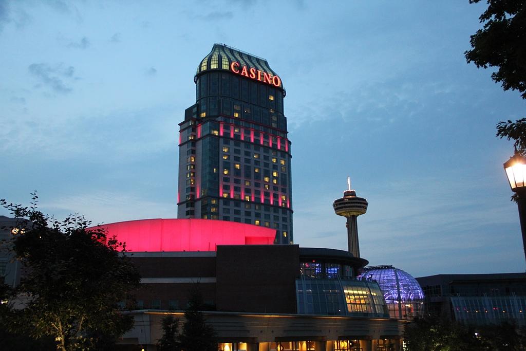 尼加拉大瀑布:23尼加拉市區夜景3(Fallsview Casino Resort).jpg