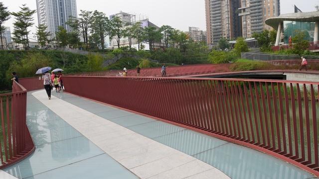 09秋紅谷玻璃透明景觀橋.jpg - 台中秋紅谷