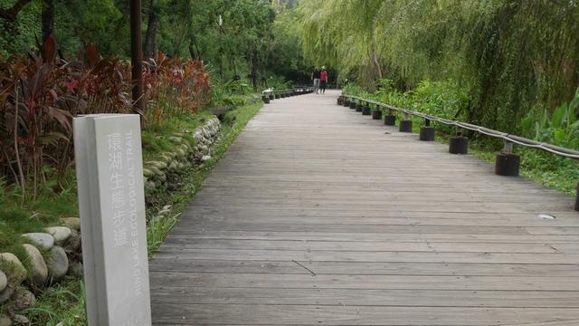 08秋紅谷環湖步道2.jpg - 台中秋紅谷