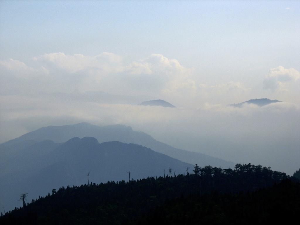 巴棲松縱走:27稜線上的展望.jpg