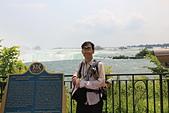 尼加拉大瀑布(2):35馬蹄瀑布前留影.JPG