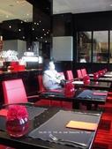 SALON DE THE de Joel Robuchon :SALON DE THE de Joel Robuchon整家店用紅黑調.JPG